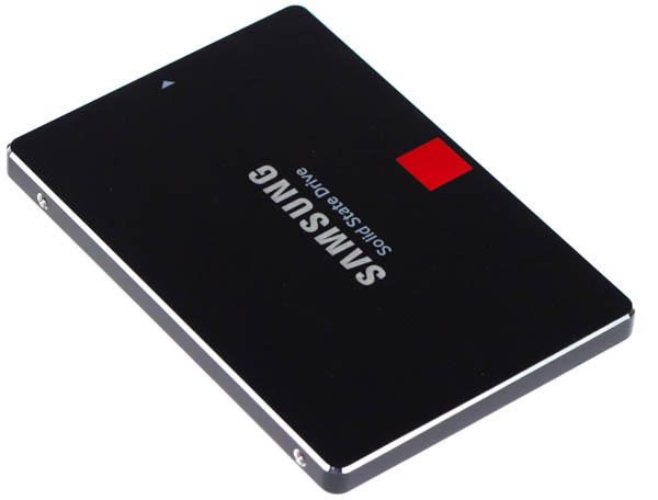 Dyski SSD cechują się wysoką wydajnością w porównaniu z dyskami HDD oraz SSHD. Nadal minusem jest stosunkowo wysoka cena. Na potrzeby instalacji systemu operacyjnego w zupełności wystarczy nam mniejszy dysk - do 80-128 GB. Na zdjęciu dysk SSD Samsung 850 PRO.