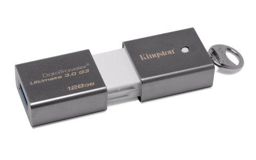 Pendrive o pojemności przekraczającej 32GB to propozycja dla osób, dla których pamięć przenośna jest traktowana jako swoisty magazyn sporej ilości danych. Nadaje się świetnie także do transmisji plików wideo, aplikacji, gier, zaawansowanej grafiki. Na zdjęciu Pendrive Kingston 128GB z interfejsem USB 3.0.