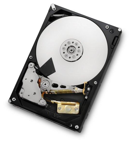 Dysk twardy do serwera NAS cechuje się lepszą wydajnością, stabilnością oraz bezawaryjnością w porównaniu do klasycznych dysków HDD montowanych w komputerach.